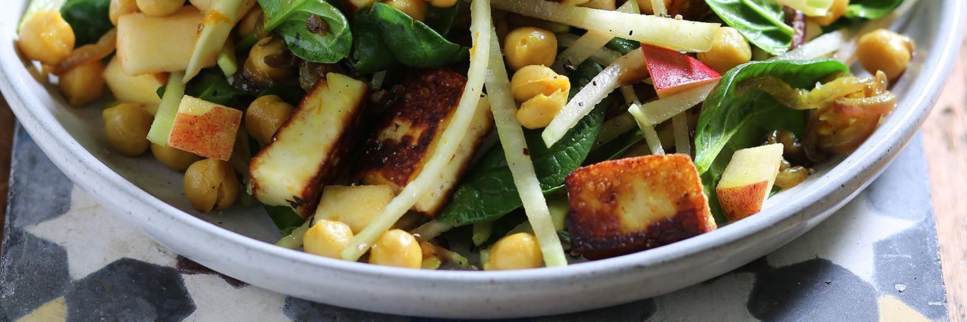 Halloumi, spiced chickpea, kohlrabi & spinach salad